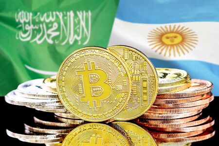 Concept for investors in cryptocurrency and Blockchain technology in the Saudi Arabia and Argentina. Bitcoins on the background of the flag Saudi Arabia and Argentina. Banque d'images
