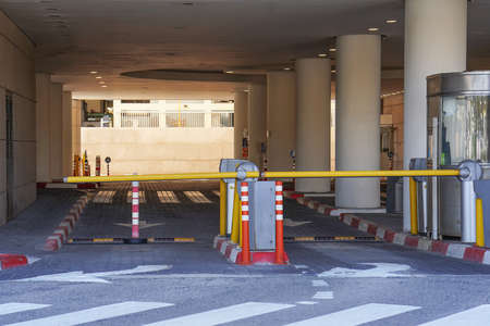 Barrier at Entrance and exit of a car Parking garage. barrier in a car park. Exit from underground parking. Underground parking / garage. Interior of parking 免版税图像
