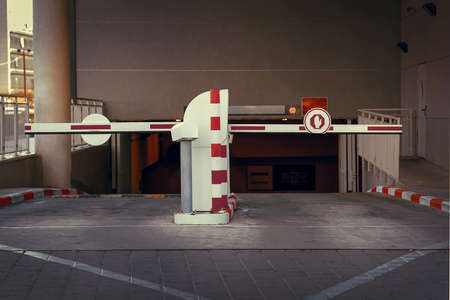 Barrier at Entrance and exit of a car Parking garage. barrier in a car park. Exit from underground parking. Underground parking, garage. Interior of parking 免版税图像 - 164857231