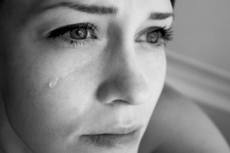 mujer llorando: La mujer