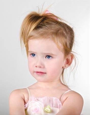 fantasque: Portrait de la jeune fille capricieuse petite mignonne Banque d'images