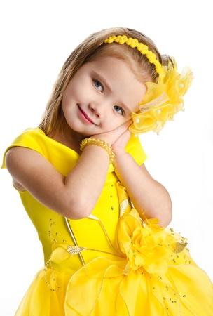 jolie petite fille: Portrait de petite fille mignonne en robe de princesse isol�