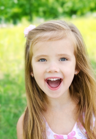 girl open mouth: Portrait of screaming little girl in a meadow outdoor