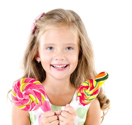 golosinas: Ni�a feliz con los lollipops aislados en un blanco