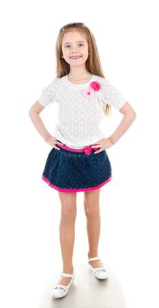 faldas: Niña sonriente adorable en falda aislado en un blanco