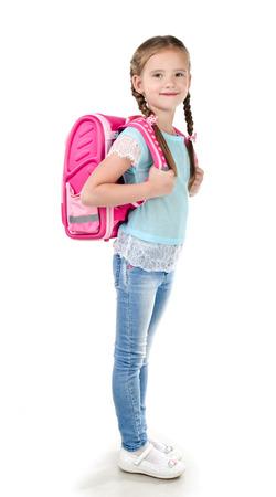 uniforme escolar: Retrato de la sonrisa de colegiala con la bolsa de la escuela aislado en un fondo blanco