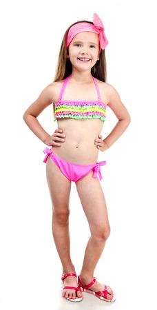 petite fille maillot de bain: Mignon sourire petite fille en maillot de bain isolé sur blanc Banque d'images