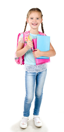 colegiala: Retrato de colegiala sonriendo con mochila y libros aislados en un fondo blanco