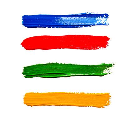 4 つの異なる色、白で隔離ペイント ブラシのストローク