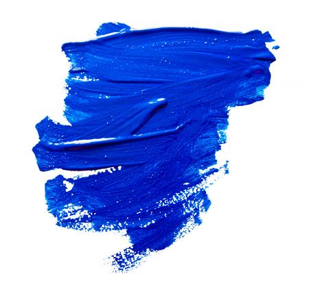 Blauwe strepen van de verfborstel geïsoleerd op een wit