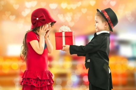 誕生日、バレンタインの s 日または他の休日のための現在