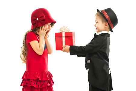 Současná k narozeninám, Valentýn je den nebo jiný svátek Holiday Prodej izolovaných na bílém pozadí