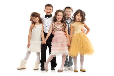 Skupina šťastné děti ve slavnostních šatech. Samostatný na bílém pozadí. Holidays, Vánoce, Nový rok, x-mas koncept.
