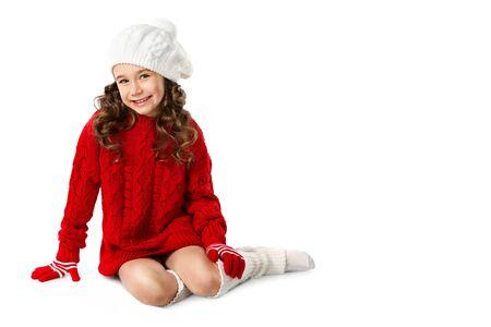 mignonne petite fille: Mode petite fille en hiver vêtements sur fond blanc isolé tricoté Banque d'images