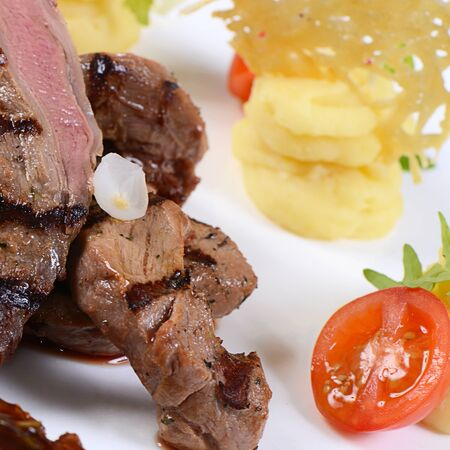 veal: Tenderloin of veal with sauce of figs