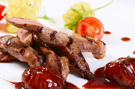 tenderloin: Tenderloin of veal with sauce of figs