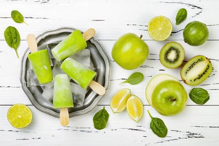 Detox, gezond groen smoothie-ijsje Stockfoto