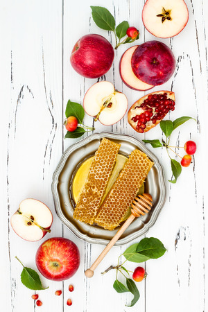 Apple, pomegranate and honey, traditional food of jewish New Year - Rosh Hashana. Copy space background Banco de Imagens - 84486908
