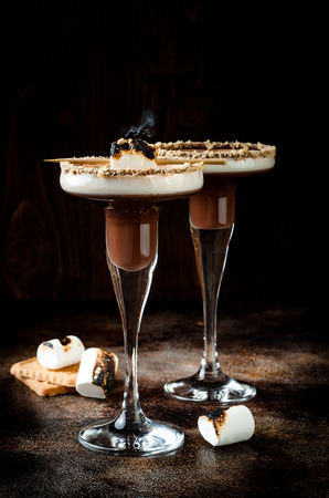 Toasted smores martini with chocolate liquor, cream, marshmallow and graham cracker rim 스톡 콘텐츠