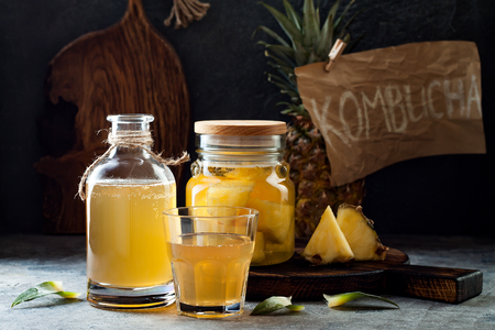 Fermented mexican pineapple Tepache. Homemade raw kombucha tea with pineapple. Healthy natural probiotic flavored drink. Copy space Banco de Imagens