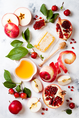 Apple, pomegranate and honey, traditional food of jewish New Year - Rosh Hashana. Banco de Imagens