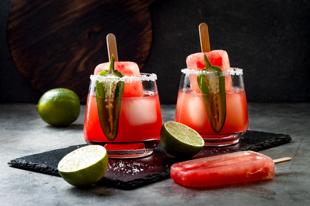 Spicy watermelon ice cream margarita cocktail with jalapeno and lime. Mexican alcoholic drink for Cinco de mayo party 版權商用圖片 - 113907765