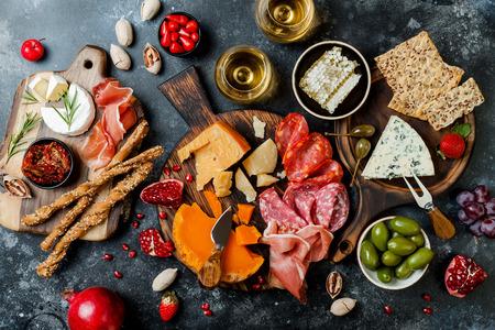 Appetizers table with italian antipasti snacks and wine in glasses. Foto de archivo