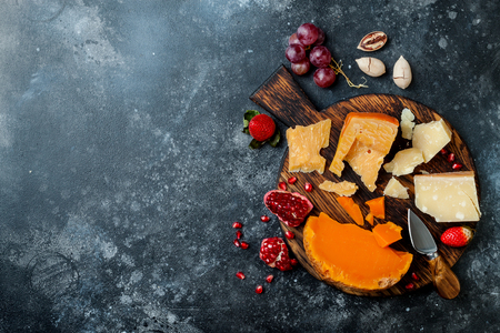 Cheese variety board or platter with cheese assortment, grapes, honey, nuts. 스톡 콘텐츠 - 117900200