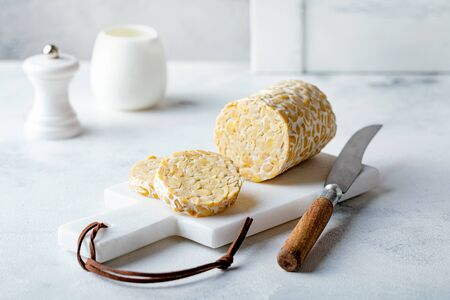 Raw tempeh from soybeans, wholefoods 版權商用圖片