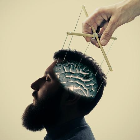 意識の概念操作。明るい背景に複数のエクスポー ジャーを使用して作成されたイメージ。 写真素材