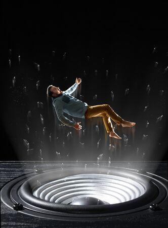 L'onde sonore projette vers le haut un homme qui crie.