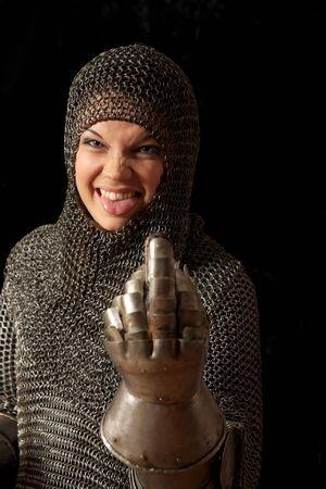 Die Mädchen in einem mittelalterlichen ritterlichen Rüstung Lizenzfreie Bilder - 4739057