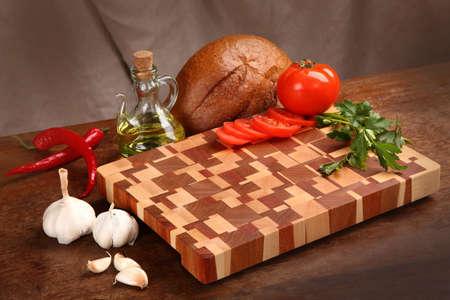 vegetable oil: Bread, vegetable oil and vegetables on a chopping board
