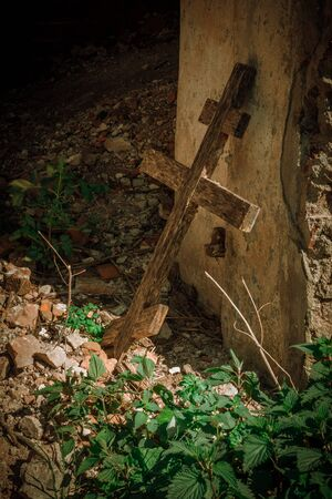 Old wooden cross at the ruined church Imagens