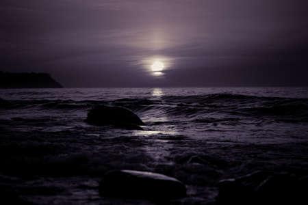 Dramatic cold sunset over the sea coast 版權商用圖片