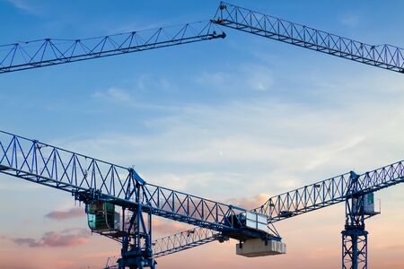 Construction crane frame against the blue sky sunny sunset Stockfoto