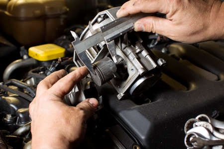 A finger indicates a faulty engine piston