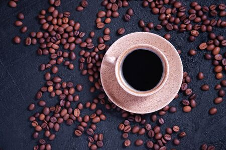 Cup of Aromatic Coffee with Grains on Dark Background. Top View Flat Lay. Copy Space For Your Text Archivio Fotografico - 133517307