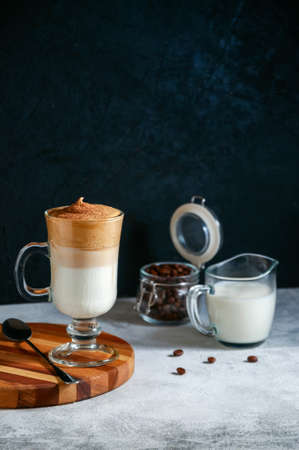 Iced Dalgona Coffee on Light Grey and Dark Background. Trendy Creamy Whipped Coffee. South Korean Cold Summer Drink. Banque d'images