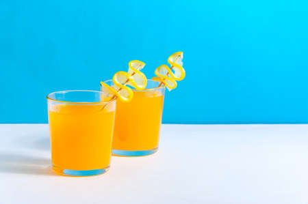 Cocktails with Orange Juice on Blue Background. Refreshing Summer Drink. Copy Space For Your Text Banque d'images