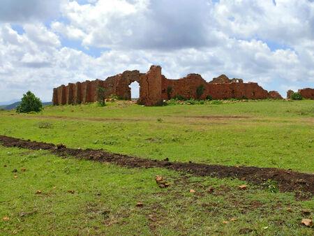 védekező: Romok. A korábbi védekező ősi erődítmény. Afrikában, Etiópiában. Stock fotó
