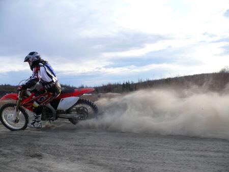 motorcross: Nadim, Rusia, - el 29 de mayo de 2008: Desconocido atleta participa en carreras de motocross extremo. Editorial