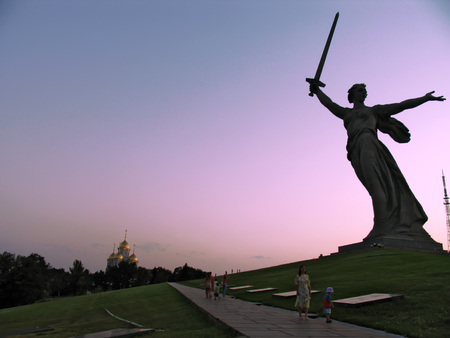 strangers: Volgograd, Russia - August 16, 2005: the Famous statue of the homeland-mother on the square in Volgograd, Russia - August 16, 2005. Strangers walking in the square. Editorial