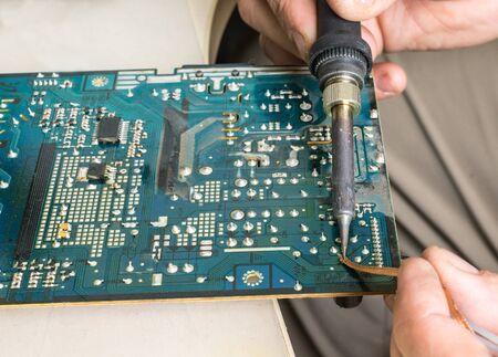 soldering: Soldering, repair of old green dirty circuit