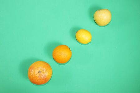 Summer banner, citrus fruits, grapefruit, orange, lemon on a bright green background, minimal concept of relaxation and detox, diet and weight loss. Place for text, Foto de archivo - 142010524