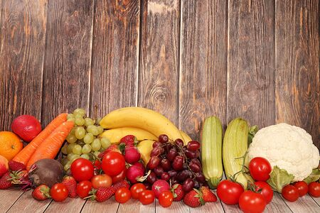 Vegetables, fruits on a wooden background. The concept of healthy and natural foods to enhance immunity, healthy lifestyles, vitamins, detox diet. Summer banner, Foto de archivo
