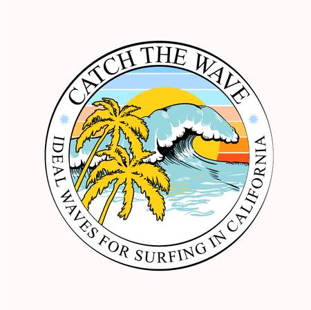 Estampado de camiseta redonda colorida o etiqueta con olas, palmeras e inscripción de surf de California. Diseño de verano de moda para jóvenes, adolescentes, surfistas, póster. Decoración para textil, ropa. Ilustración vectorial. Ilustración de vector