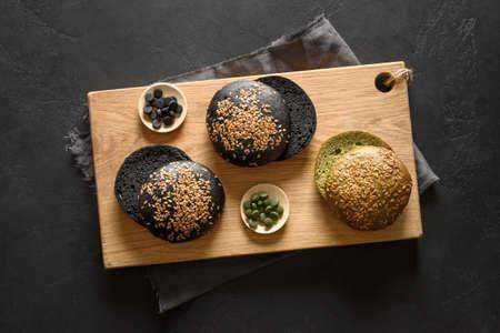 Gluten-free trendy vegan burger buns with spirulina and black charcoal. Reklamní fotografie