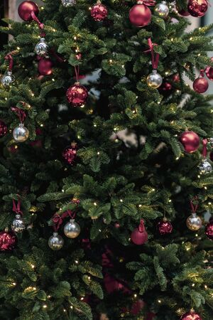 Christmas fir tree in decorations with balls, closeup background Imagens - 129626181
