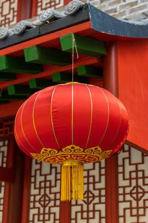 Chinese red lantern against building, decoration for Chinese spring festival celebration Standard-Bild